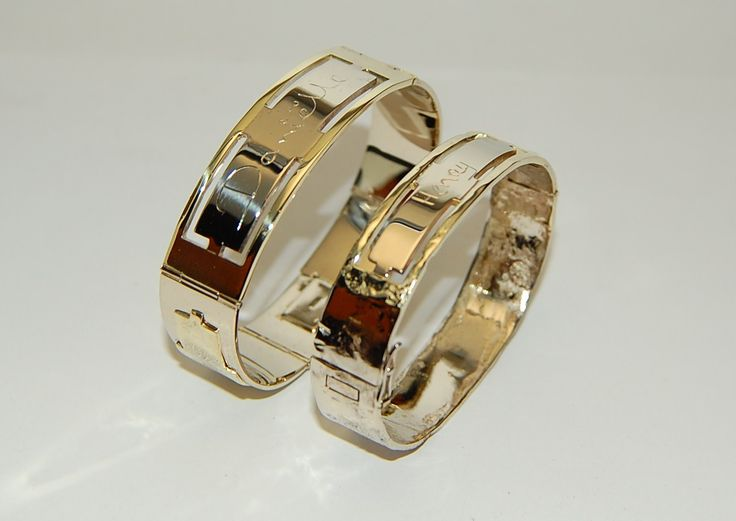 No rings for this couple! They want bracelets engraved with their names in their own handwriting in white and yellow gold