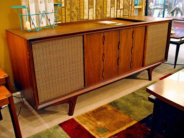 It's absurd, how often these come up in conversation. Now, how do you connect to it via Bluetooth?  // Vintage Stereo Console