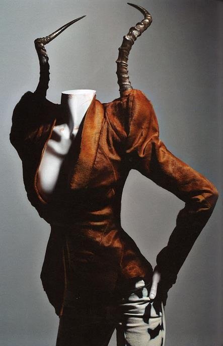 Formas anatómicas de la naturaleza incorporadas a las creaciones de Alexander McQueen.