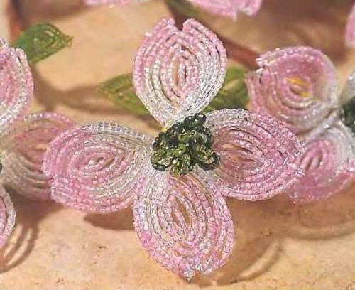 Цветы кизила из бисера