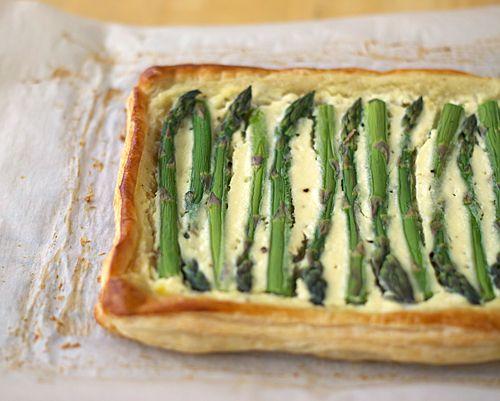 asparagus ricotta tartAsparagus Puff, Appetizers Snacks, Ricotta Recipe, Tarts Ricotta, Ricotta Tarts Brunches, Asparagus Ricotta, Yummy Food, Brunch Recipes, Ricotta Asparagus