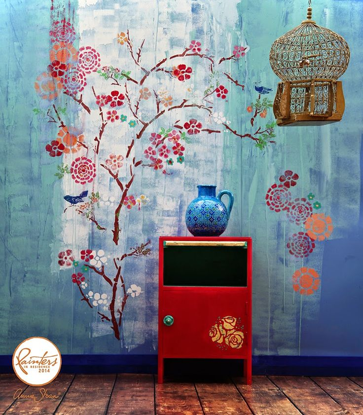 A chinoiserie-inspired wall by Annie Sloan's Painter in Residence, Janice Issitt. Wall and side table painted in Chalk Paint® by Annie Sloan.