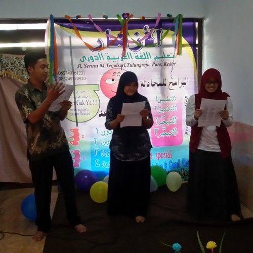 Pembacaan puisi berantai oleh peserta kursus bahasa arab