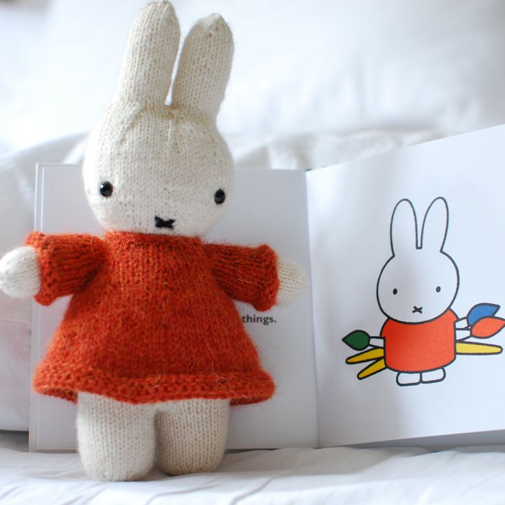 Knitted Miffy (lovely pattern details here: http://www.ravelry.com/projects/TillyG/miffy-and-her-balloon)