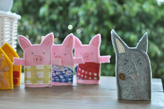 3 Little Pigs Felt Finger Puppets Christmas by Fieltrunguis - Idea to make for the nieces and nephew
