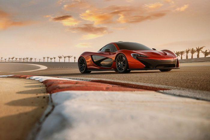 Photos: McLaren P1 plays supermodel in Bahrain Desert