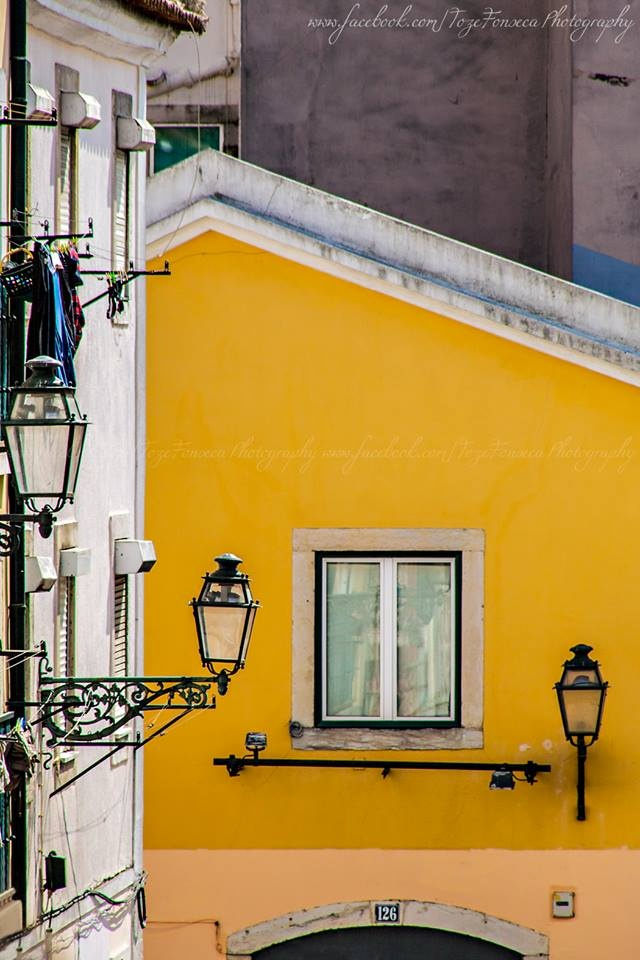 The lisbon's yellow!   Travessa dos Inglesinhos (Bairro Alto), Lisboa - Portugal