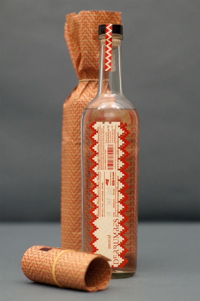 Mezcal artesanal Derrumbes: Perfecta expresión de un mezcal de los valles centrales de Oaxaca, destilado por la tercera generación de la familia del maestro mezcalero Javier Mateo.
