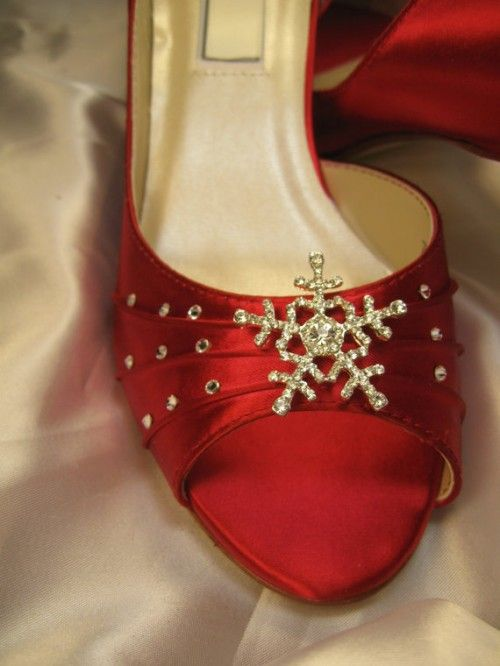 Winter Wedding Shoes: Your Ultimate Guide to Soles, Suedes, Straps, and Shades Keywords: #weddings #jevelweddingplanning Follow Us: www.jevelweddingplanning.com  www.facebook.com/jevelweddingplanning/