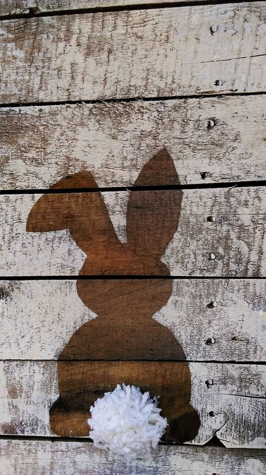 Easter Bunnies on Recycled Wood...the large bunny.  Painted by Marnie Davie (my daughter).  Inspiration found on Pinterest.