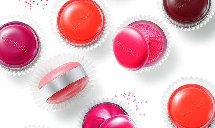 Clinique Sweet Pots: balsamo labbra e scrub insieme - http://www.beautydea.it/clinique-sweet-pots-balsamo-labbra-scrub/ - Labbra perfettamente idratate e lisce con i Sweet Pots Clinique, dolci e gustosi come i macaron! Un prodotto solo che unisce scrub labbra e balsamo labbra!