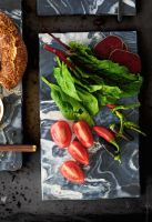 Platou, Picasso, 20 x 30 x 1 cm Chiar și mâncarea arată altfel pe marmură! Un bol de marmură sau un blat pentru preparate vor da o altă savoare rețetelor tale...cel puțin estetic :) #campaniisharihome http://sharihome.ro/campanie/marmura-estetica-si-functionalitate