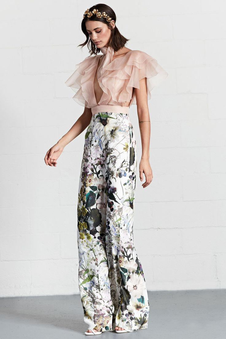 Dennis Basso Resort 2018 Fashion Show. Pink. Blush. Floral. Wide leg pants l. B&W. grey. Ruffles.