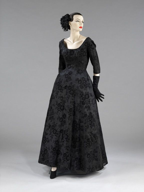Evening DressCristobal Balenciaga, 1948The Victoria & Albert Museum