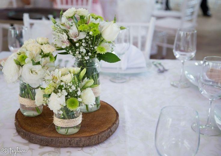 As lucen estos peque os centros de mesa que var an de for Como hacer adornos con plantas naturales