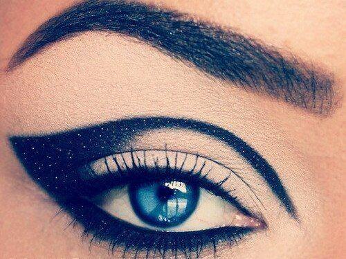Dramatic black, sparkly eye