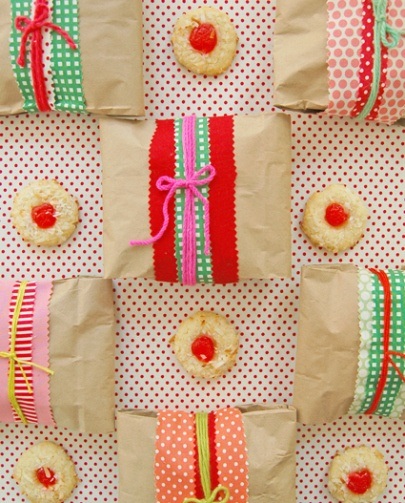 Quick wrap-up for cookies with lunch bags and ribbon