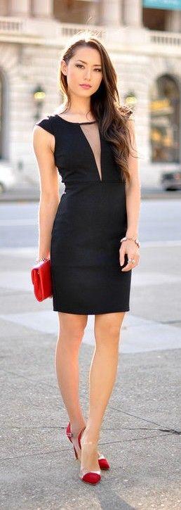 Vestido negro largo y zapatos rojos