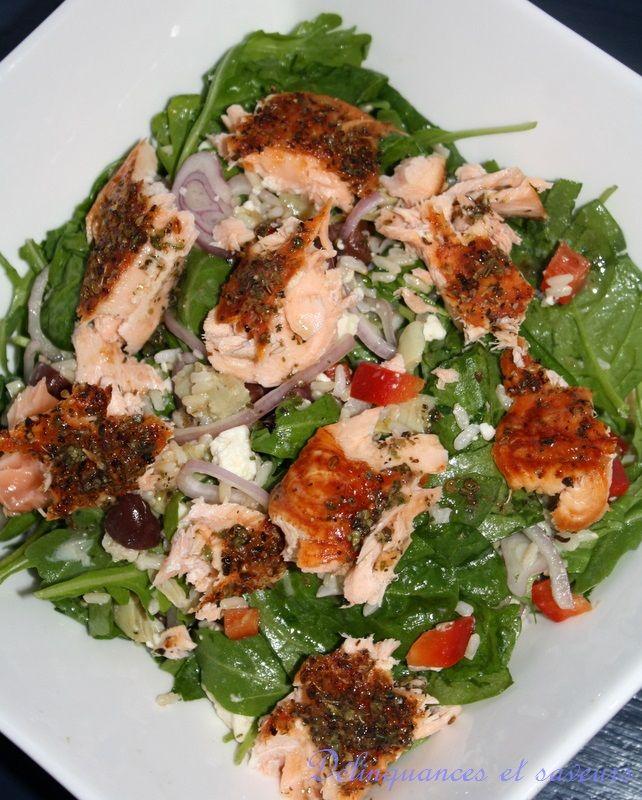 Ma salade coup de coeur pour cet été! Elle est bien garnie, la vinaigrette est absolument à tomber par terre et le saumon, aussi simple à fa...