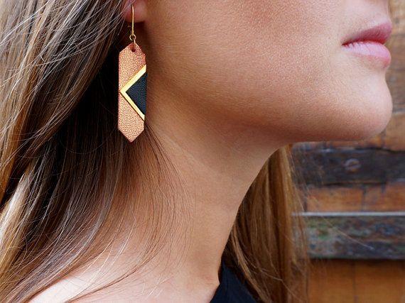 Boucles d'oreilles cuir bijou fait main made in france par Fosseth, €30.00