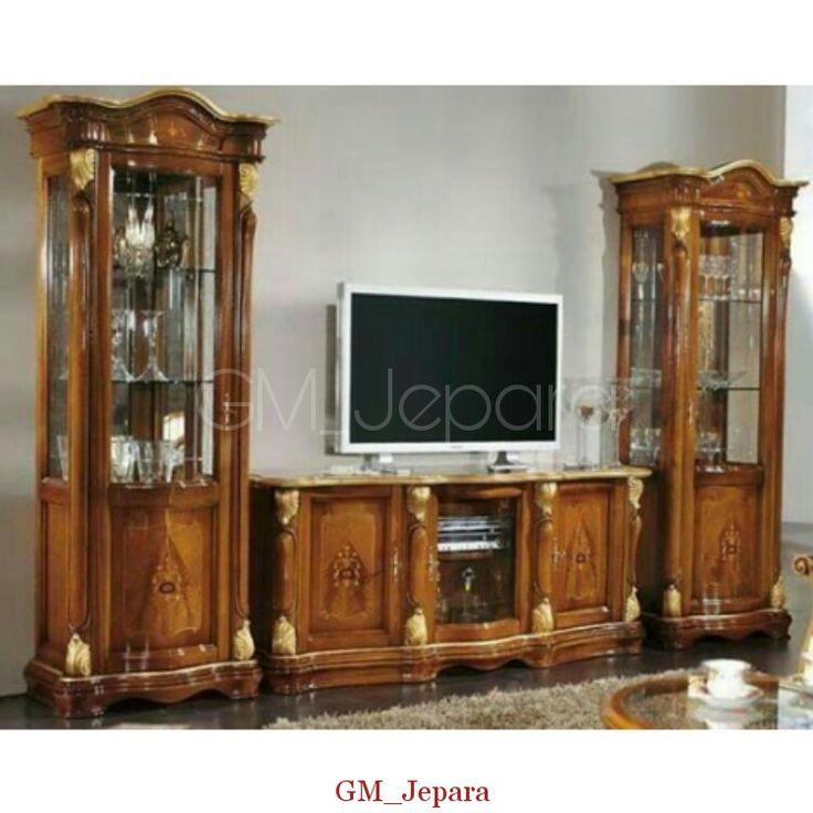 Bufet Tv Minimalis Pendek Queen memiliki tampilan cantik dengan design semi minimalis yang anggun terbuat dari kayu jati.