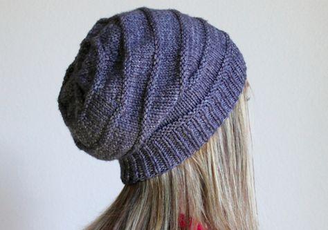 Kijk wat ik gevonden heb op Freubelweb.nl: een gratis breipatroon van Knit in a Twist om deze mooie muts te maken https://www.freubelweb.nl/freubel-zelf/gratis-breipatroon-muts-2/
