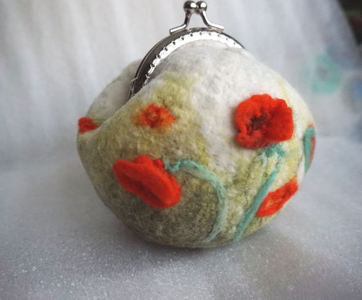 little purse with poppies