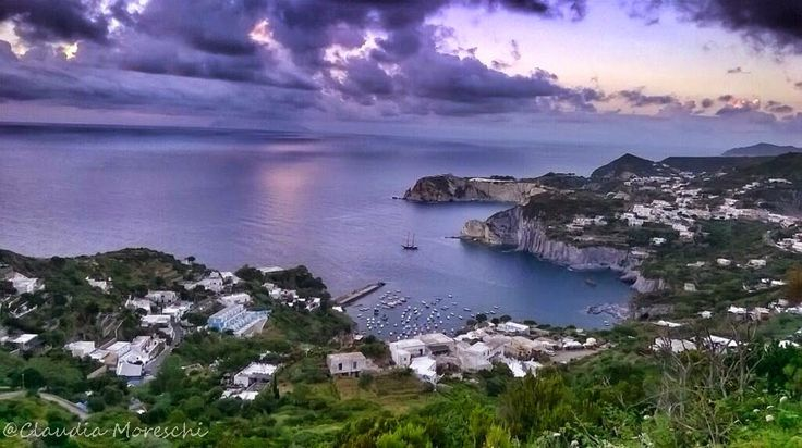 Un'isola meravigliosa: Ponza  http://www.travelstories.it/2014/07/ponza-lisola-che-ammalia.html  #Ponza #travelstories #travelblog #isole #isoleponziane
