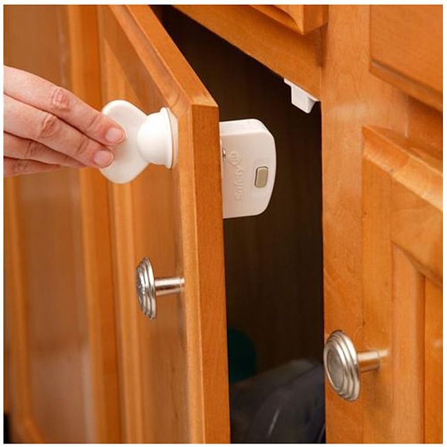 The Safely 1st magnetic locking system deluxe starter set is perfect for when you wish to safeguard your cabinets and drawers, but do not want the additions visible from the outside of the cabinet.