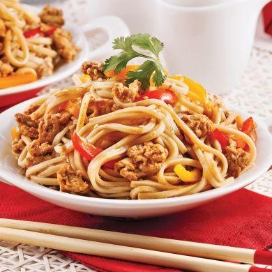 Nouilles udon au poulet à la sauce teriyaki - Soupers de semaine - Recettes 5-15 - Recettes express 5/15 - Pratico Pratique