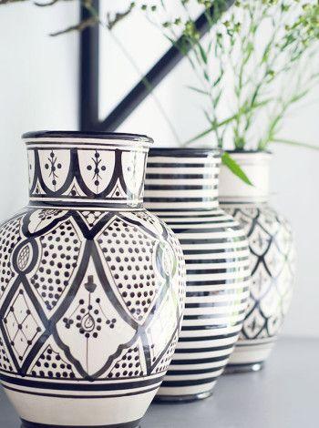 Tinek- Svartvit marockansk vase