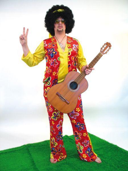 Tauchen Sie ein in die wilden 70er Jahre und verwandeln Sie sich mit diesem Kostüm in einen richtigen Hippie der Flower Power Zeit. Natürlich ist das Hippie Herrenkostüm auch passend zu Fasching, Karneval oder Mottopartys. Das Angebot besteht aus dem Hippie Männer Kostüm bestehend aus - Bluse mit angenähter Weste, der Schlaghose und dem Stirnband.  Hergestellt aus 100% Polyester.     Passende Hippie Accessoires wie Hippieperücke oder Peace-Anhänger Kette finden Sie in unserem Shop.  VPE…
