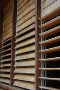 on aime les vénitiennes en bois extérieur / we like exteriors venitian blinds