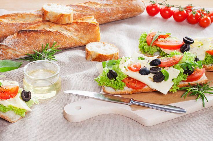 Bagietka czysta wypiekana w foremce do bagietek - receptura klasyczna. Odwiedź naszą stronę i poznaj inne przepisy! #mistrzowiewypiekow #wypieki #ciasto #pieczywo #przepis #recipe #bread