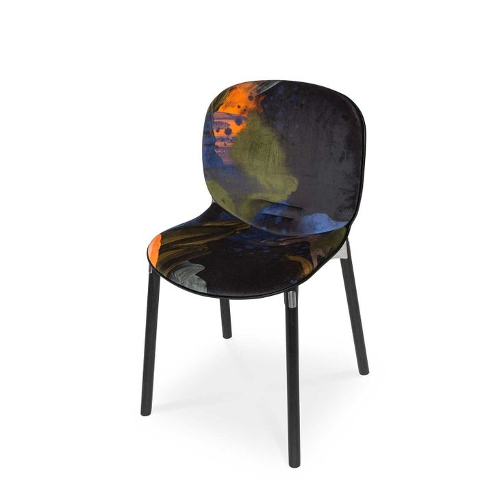 RBM Noor chair x English Rose in Midnight |Dark wood by Reeta Ek | FEATHR™    Featuring a stunning and contemporary designer wallpaper by Reeta Ek. Layered brushstrokes interact, creating a work of depth, intrigue and dramatic, raw emotion.  The movement of the artist's brush is retained in the paint that forms this stunning fabric.