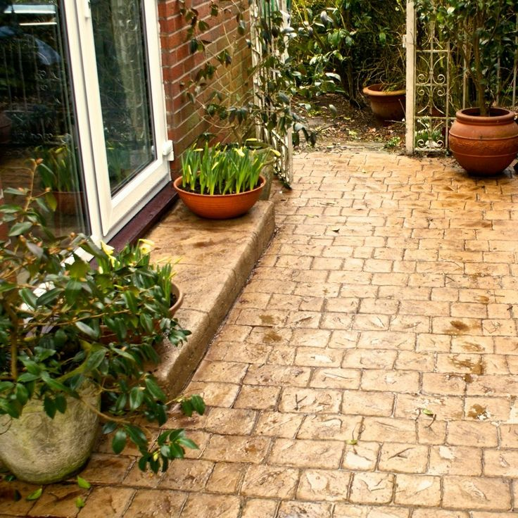 Textured cobble patio - wrenbury