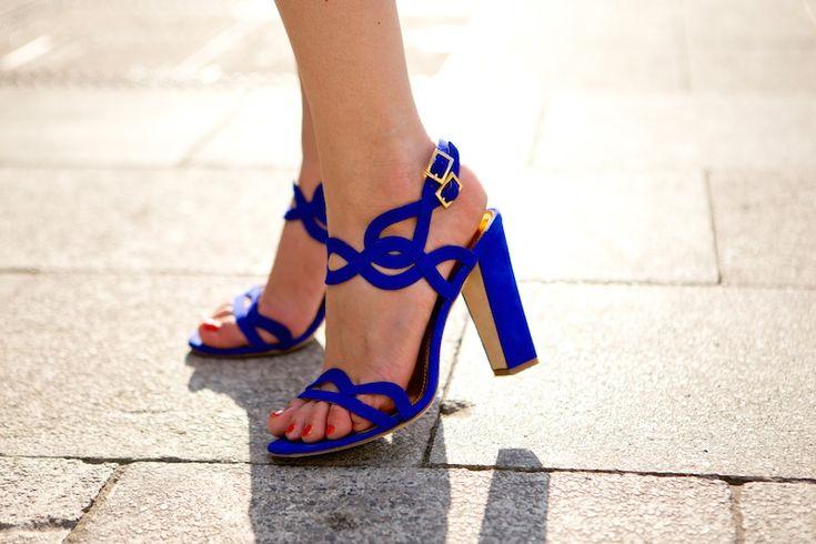 Orange pop with leo details and royal blue pumps - The Golden Bun - German…