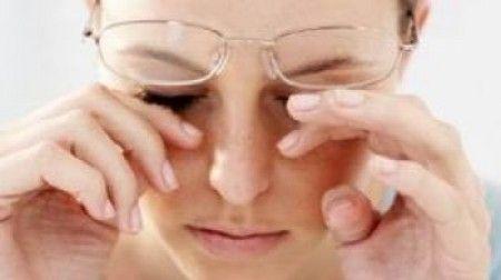 Síndrome do Olho Seco: Muitas mulheres na menopausa sofrem mudanças hormonais acarretando uma diminuição sensível da produção de lágrimas