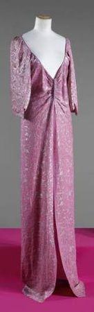 SCHIAPARELLI, haute couture, n°63864, Hiver 1938 / 1939. Manteau du soir en broché rose