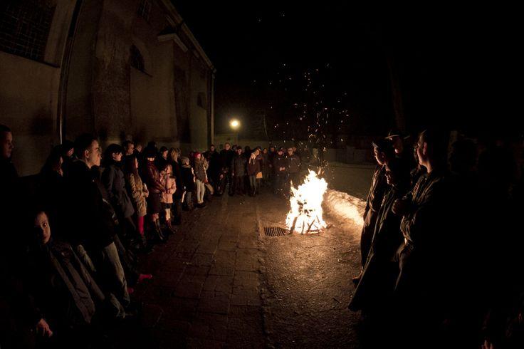 Poświęcenie ognia przed Liturgią Wigilii Paschalnej, fot. Marcin Mituś #ogień #fire #wielkasobota #pascha #dominikanie #wigiliapaschalna