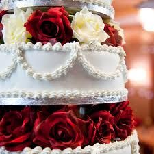 fabulous traditional wedding cake:D (mmh...)