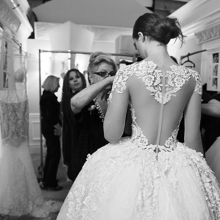 That back... Stunning Behind the scenes of @pninatornai #DimensionsCollection runway show at @kleinfeldbridal #pninatornai #TheWeddingOne