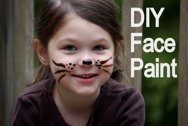DIY Face Paint by mommypotamus: So safe you can eat it. Made with flour, cornstarch, honey, and natural food coloring. #Kids #Face_Paint