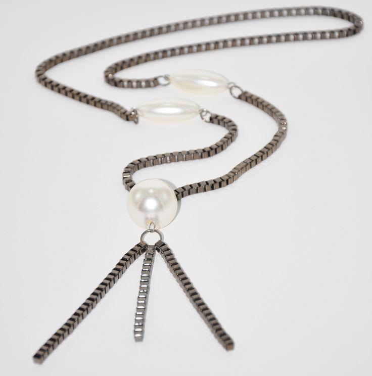 Black Nikel 52 cm uzunlugunda büyük İnci detaylı kolye. www.suanyemoda.com