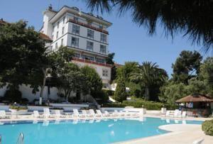 #Otel #Oteller #OtelRezervasyon - #Adalar, #İstanbul - Merit Halki Palace Otel Adalar - http://www.hotelleriye.com/istanbul/merit-halki-palace-otel-adalar -  Genel Özellikler 24-Saat Açık Resepsiyon, Bahçe, Teras, Asansör, Hızlı Check-In/Check-Out, Emanet Kasası, Ses Yalıtımlı Odalar, Isıtma, Bagaj Muhafazası, Özel Sigara İçilir Alan, Restoran (alakart), Restoran (büfe), Snack Bar, Güneş Terası Otel Etkinlikleri Balık tutma, Oyun Odası, Bilardo, Masa...
