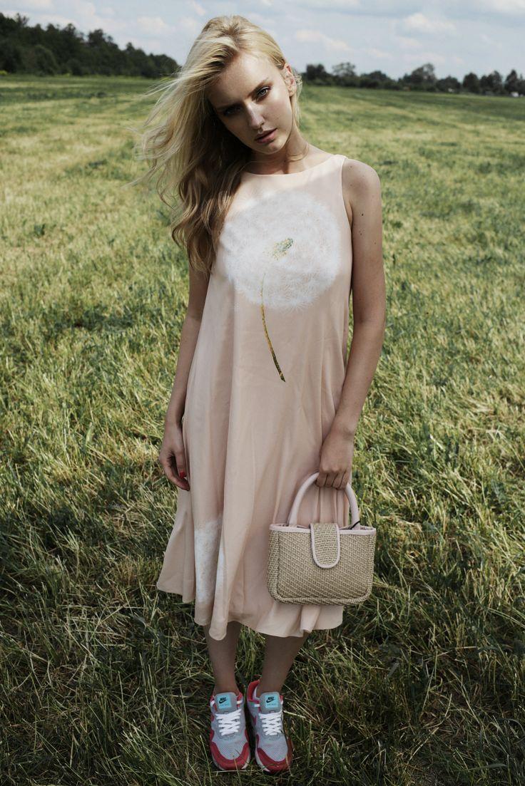 """Lookbook TOPBRANDS """"Summer dress"""" посвящен летней моде, естественной красоте и природной женственности. На модели платье A la Russe, сумка Villa Turgenev #topbrands #style #alarusse #villaturgenev #fashion"""