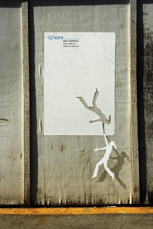 Personnage tombant d'une feuille de papier