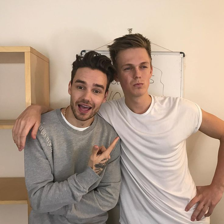 Liam Payne (@liampayne) op Instagram: Had a lot of fun filming with @caspar_lee last week! The video is out now on his YouTube channel!