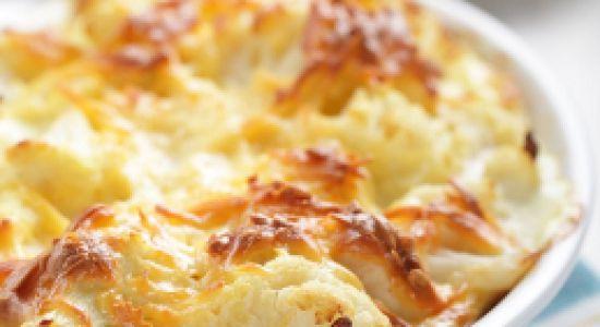 Цветная капуста, запеченная с сыром   1 небольшой кочан цветной капусты (500-600 г) 100 г тертого сыра 4-5 ст. ложек сметаны 2 ст. ложки панировочных сухарей Соль, черный молотый перец по вкусу Растительное масло для жарки