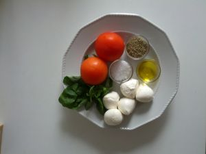 Italian CAPRESE: what you need  www.easyitaliancuisine.com
